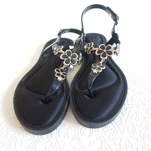 ⭐4/$20 NWT Black Gold Floral Memory Foam Sandals